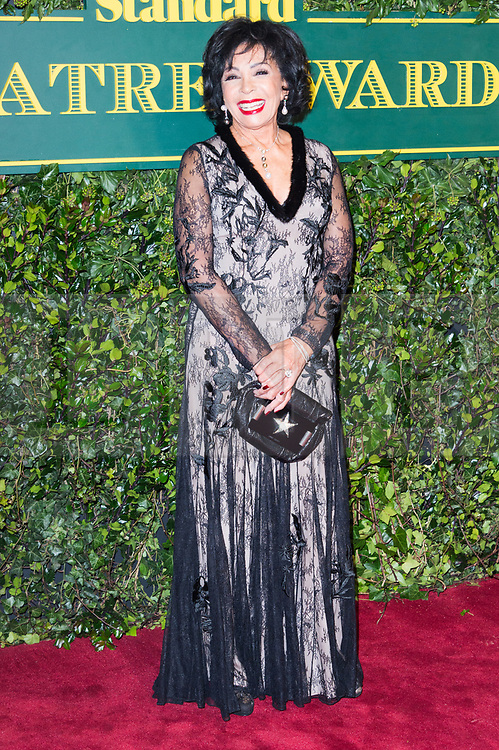 © Licensed to London News Pictures. 03/12/2017. London, UK. DAME SHIRLEY BASSEY attends the London Evening Standard Theatre Awards 2017 held at the Theatre Royal, Dury Lane. Photo credit: Ray Tang/LNP
