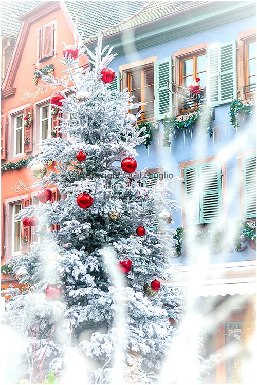 France, Grand Est, Alsace, Haut-Rhin (68), Colmar, marché de Noël // France, Grand Est region (Alsace), Haut-Rhin department, Colmar, Christmas market