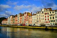 France, Pyrénées-Atlantiques (64), Bayonne, le quai Jaureguibery sur la Nive // France, Pyrénées-Atlantiques (64), Bayonne, the Jaureguibery quay on the Nive