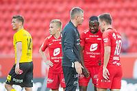Fotball <br /> 23. Juni 2019<br /> Eliteserien<br /> Brann - Lillestrøm<br /> Fredrik Krogstad (L) Lillestrøm depper mens<br /> Taijo Teniste (4R) , trener Lars Arne Nilsen (3R) , Gilbert Koomson (2R) og Amer Ordagic , Brann er fornøyd med seier<br /> Foto: Astrid M. Nordhaug