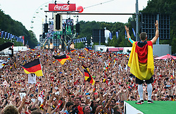 15.07.2014, Brandenburger Tor, Berlin, GER, FIFA WM, Empfang der Weltmeister in Deutschland, Finale, im Bild Bastian Schweinsteiger (GER) animiert das Publikum // during Celebration of Team Germany for Champion of the FIFA Worldcup Brazil 2014 at the Brandenburger Tor in Berlin, Germany on 2014/07/15. EXPA Pictures © 2014, PhotoCredit: EXPA/ Eibner-Pressefoto/ Pool<br /> <br /> *****ATTENTION - OUT of GER*****