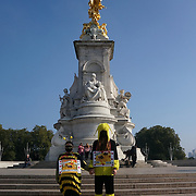 Buckingham Palace, London, UK 9th October. 2021. Chris Packham lead the Wildlife campaigners and children are joined by tv presenter Chris Packham as they march to Buckingham Palace with a petition calling for the Royal Family to rewild their lands.