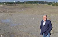 NIEUWE MEER - De nieuwe golfbaan bij Schiphol, gelegen tussen de A9 en Nieuwe Meer, moet in juli 2012 open zijn. Marcel Welling van Burggolf op de Schiphol Golfbaan in aanleg. COPYRIGHT KOEN SUYK