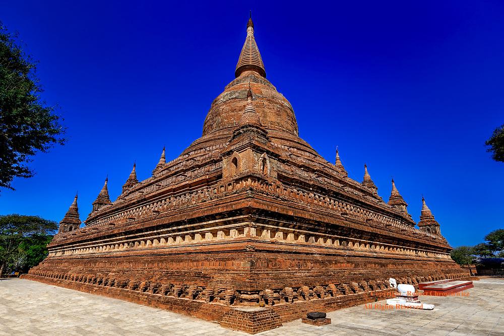 Sitanagyi Hpaya Temple : The expansive, fantastical Sitanagyi Hpaya Temple at mid-day, Bagan Myanmar.