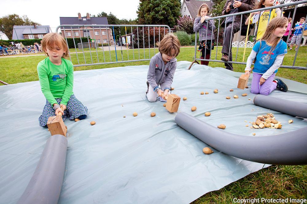 366078-Boerenspelen op basisschool de Parel-Kloosterstraat Lichtaart