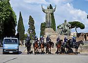 Polizia in assetto anti sommossa a cavallo durante  la manifestazione contro il Ttip, Trattato transatlantico sul commercio e gli investimenti tra Ue e Usa, Roma 7 maggio 2016. Christian Mantuano / OneShot