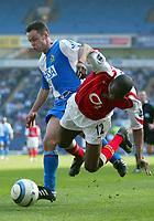 Fotball<br /> Premier League 2004/05<br /> Blackburn v Arsenal<br /> 19. mars 2005<br /> Foto: Digitalsport<br /> NORWAY ONLY<br /> Paul Dickov of Blackburn Rovers tangles with Lauren of Arsenal
