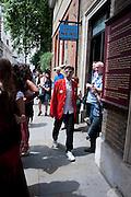 DUGGIE FIELDS, Sebastian Horsley funeral. St. James's church. St. James. London afterwards in the church garden. July 1 2010. -DO NOT ARCHIVE-© Copyright Photograph by Dafydd Jones. 248 Clapham Rd. London SW9 0PZ. Tel 0207 820 0771. www.dafjones.com.