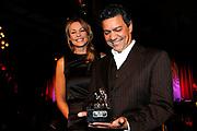 Glamour Awards 2008 in De Wintertuin, NH Grand Hotel Krasnapolsky te Amsterdam .<br /> <br /> Op de foto:  Op de gala-uitreiking in hotel Krasnapolsky ontving Jos Brink de award postuum. Zijn partner Frank Sanders nam hem in ontvangst. Brink kreeg de prijs voor zijn ,,uitmuntende creativiteit en zijn bijzondere verdiensten in de Nederlandse theaters''.