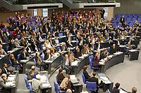 """20 DEC 2002, BERLIN/GERMANY:<br /> B90/Gruene, CDU und FDP Bundestagsfraktion (v.L.n.R.) waehrend der Abstimmung ueber den Antrag der CDU/CSU Fraktion zur Einsetzung eines Untersuchungsausschusses """"Wahlbetrag"""", Plenum, Deutscher Bundestag<br /> IMAGE: 20021220-01-025<br /> KEYWORDS: Sitzung, Uebersicht, Übersicht"""