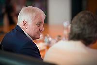 DEU, Deutschland, Germany, Berlin, 01.08.2018: Bundesinnenminister Horst Seehofer (CSU) vor Beginn der 19. Kabinettsitzung im Bundeskanzleramt.