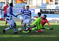 Football - 2020 / 2021 Emirates FA Cup - Round Three - Luton Town vs Reading - Kenilworth Road<br /> <br /> Elliot Lee of Luton is foiled by goalkeeper Luke Southwood and Oliver Pendlebury of Reading<br /> <br /> COLORSPORT/ANDREW COWIE