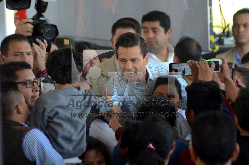 San Mateo Atenco, México (Abril 29, 2016).- Enrique Peña Nieto, Presidente de los Estados Unidos Mexicanos inauguro la Estancia Infantil Angeluz, en el municipio de San Mateo Atenco, y entregan juguetes por el Día del Niño.  Agencia MVT / José Hernández.
