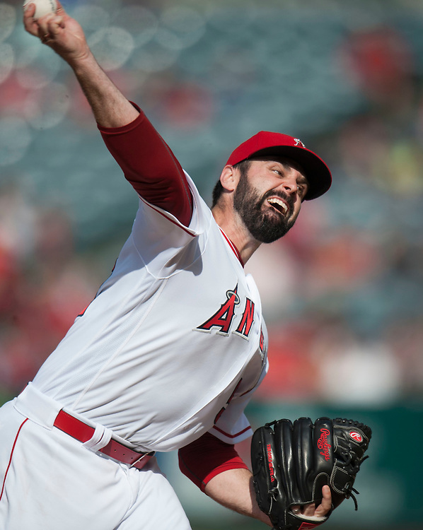 The Angels' Matt Shoemaker pitches against the Detroit Tigers Wednesday at Angel Stadium.<br /> <br /> ///ADDITIONAL INFO:   <br /> <br /> angels.0602.kjs  ---  Photo by KEVIN SULLIVAN / Orange County Register  -- 6/1/16<br /> <br /> The Los Angeles Angels take on the Detroit Tigers Wednesay at Angel Stadium.