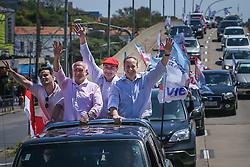 """O candidato a governador do Estado pela coligação """"O Rio Grande Merece Mais"""", Vieira da Cunha e o candidato ao senado, Lasier Martins durante a Carreata da Vitória. FOTO: Jefferson Bernardes/ Agência Preview"""