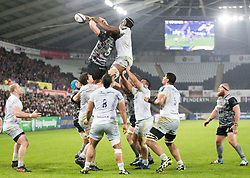 Saracens' Maro Itoje claims the lineout despite the attentions of Ospreys' Alun Wyn Jones<br /> <br /> Photographer Simon King/Replay Images<br /> <br /> European Rugby Champions Cup Round 5 - Ospreys v Saracens - Saturday 13th January 2018 - Liberty Stadium - Swansea<br /> <br /> World Copyright © Replay Images . All rights reserved. info@replayimages.co.uk - http://replayimages.co.uk