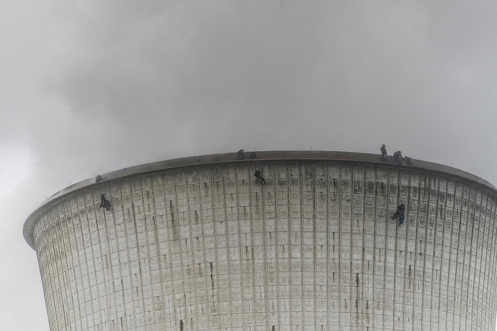 Grevenbroich, DEU, 18.11.2019<br /> <br /> Greenpeace-AktivistInnen besetzen den Kuehlturm des Kraftwerks Neurath, um gegen das Klimapaket der Bundesregierung und die Kohleverstromung zu protestieren.<br /> <br /> Das Braunkohlekraftwerk Neurath, ein von der RWE Power AG mit Braunkohle betriebenes Grundlastkraftwerk in Grevenbroich (Rhein-Kreis Neuss) im Rheinischen Braunkohlerevier, ist das zweitleistungsstaerkste Kraftwerk Europas.<br /> <br /> The lignite power plant Neurath, a lignite-fired base load power plant operated by RWE Power AG in Grevenbroich, Germany (Rhein-Kreis Neuss) in the Rhenish lignite mining district, is Europe's second-largest power plant.<br /> <br /> <br /> Foto: Bernd Lauter/berndlauter.com