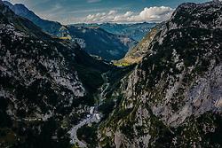 THEMENBILD - Grenzübergang Italien nach Oesterreich. Der Ploeckenpass (1357 m ü. A), ist eine Passstrasse in den Karnischen Alpen und verbindet das Oesterreichische Koetschach-Mauthen im Gailtal mit dem italienischen Timau in Friaul, aufgenommen am 16. August 2019 in Timau, Italien // Border crossing Italy to Austria. The Ploeckenpass (1357 m above sea level), is a pass road in the Carnic Alps and connects the Austrian Koetschach-Mauthen in the Gailtal with the Italian Timau in Friaul, Italy on 2019/08/16. EXPA Pictures © 2019, PhotoCredit: EXPA/ JFK