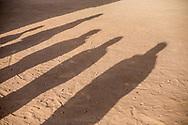 """25012018. Niger. Agadez. Centre de transit de l'OIM. Le lieu accueille en majorité des migrants expulsés ou repartis volontairement d'Algérie ou de Libye. Match de football entre migrants, chaque migrant joue avec son """"équipe nationale"""" comme une petite coupe d'Afrique des Nations des migrants."""