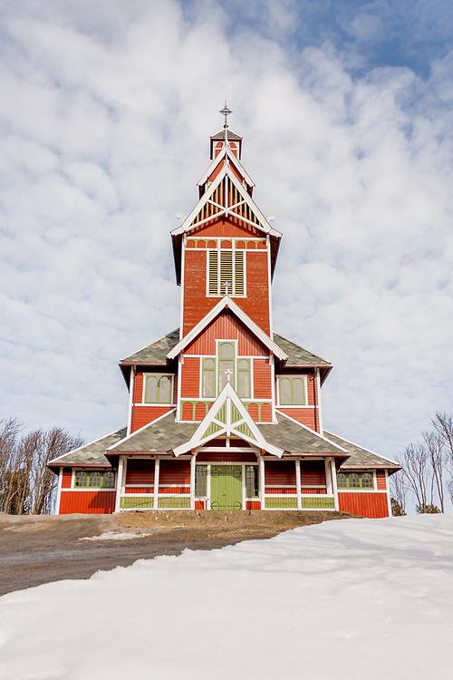 Buksnes kirke ligger på Gravdal i Vestvågøy kommune i Nordland. Kirka er ei langkirke med basilikaform og utført i dragestil, av tømmer, med 600 plasser.