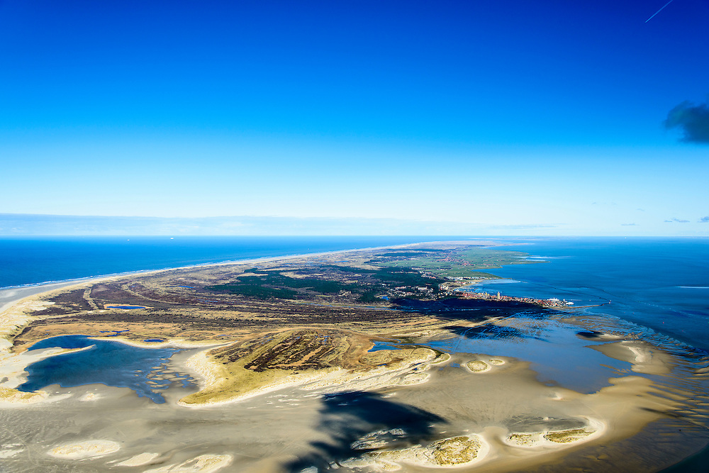 Nederland, Friesland, Terschelling, 28-02-2016; West-Terschelling met Groen strand, Kroonpolders en de Zandplaat Noordsvaarder, voormalig militair Oefen- en schietterrein <br /> Wadden island Terschelling from the East, Wadden sea. <br /> luchtfoto (toeslag op standard tarieven);<br /> aerial photo (additional fee required);<br /> copyright foto/photo Siebe Swart