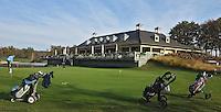 EEMNES - Puttinggreen met clubhuis. . Goyer Golf & Country Club. Copyright Koen Suyk