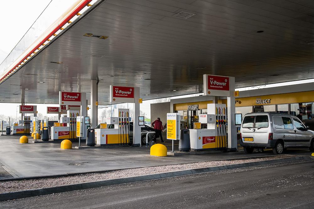 Nederland,  Muiden, 29 jan 2014<br /> Shell station langs A1 bij Naarden/Muiden.<br /> <br /> Foto: Michiel Wijnbergh
