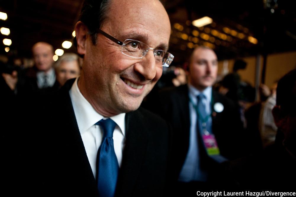 01022012. Paris. Porte de Versailles. Fondation Abbé Pierre : Contrat social pour le logement avec des candidats à la présidentielle
