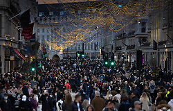© Licensed to London News Pictures. 12/12/2020. London, UK. Christmas shoppers flock to Regent Street in London's West End which has been pedestrianised for the day. Experts are warning that London should be placed in tier three now to avoid a rise is coronavirus deaths over the Christmas period. Photo credit: Peter Macdiarmid/LNP