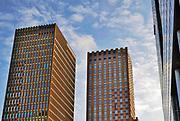 Nederland, Amsterdam, 27-3-2020 Beeld van de zuidas ter hoogte van station Zuid en WTC, world trade center, zuidplein met het abn amro hoofdkantoor, gebouw, vinoly,ito, symfonie,gustav mahlerplein, station zuidoost, AKZO . Foto: Flip Franssen