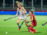 ANTWERPEN -  Hanna Granitzki (Ger) met Georgina Oliva (Esp)   tijdens halve finale vrouwen, Spanje-Duitsland (2-3) ,  bij het Europees kampioenschap hockey. COPYRIGHT KOEN SUYK