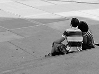 A young couple on the steps of the Metropolitan Museum in New York City