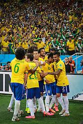 Neymar Jr. comemora com seus companheiros gol do Brasil na estréia da Copa do Mundo 2014, na Arena Corinthians, em São Paulo. FOTO: Jefferson Bernardes/ Agência Preview
