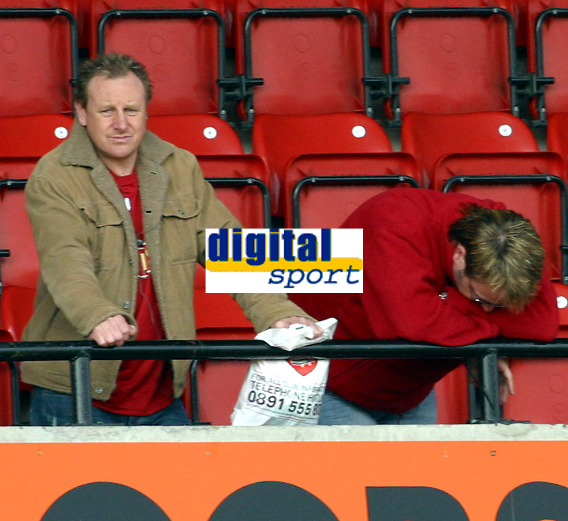 Photo: Dave Linney.<br />Walsall v Huddersfield Town. Coca Cola League 1. 22/04/2006. A Walsall fan is distraught afterthey were relegated from FL One