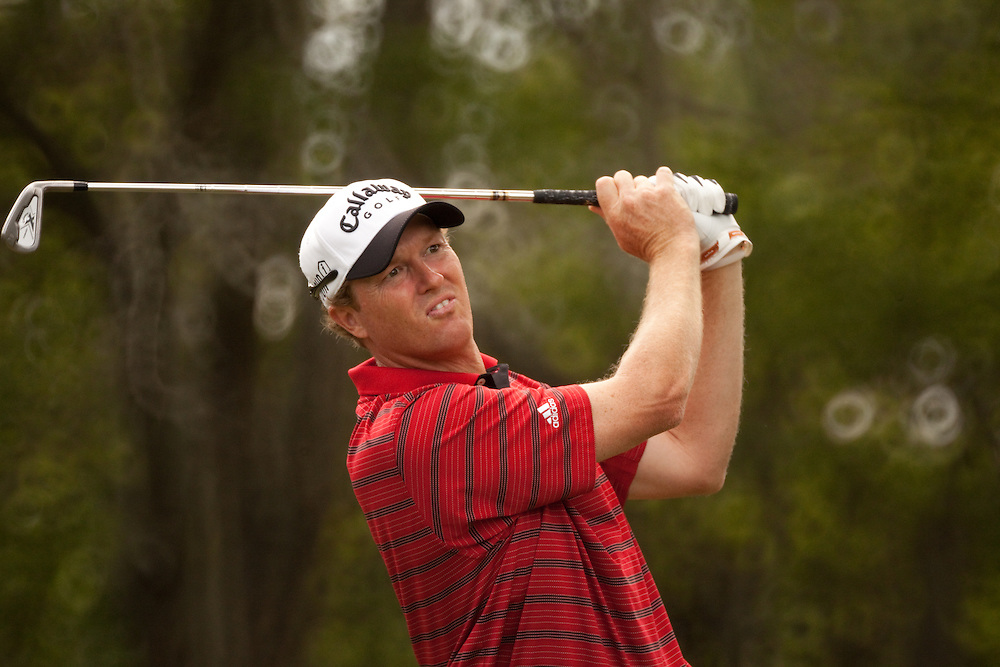 HILTON HEAD, SC - APRIL 19:  Tim Petrovic hits his shot during the fourth round of the 2009 Verizon Heritage in Hilton Head, South Carolina at Harbour Town Golf Links on Sunday, April 19, 2009. (Photograph by Darren Carroll) *** Local Caption *** Tim Petrovic