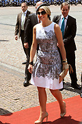 Koning Willem Alexander en Koningin Maxima bezoeken Stuttgart<br /> <br /> King Willem Alexander and Queen Maxima in Germany / Stuttgart.<br /> <br /> Op de foto / n the photo: <br />  Aankomst van Koning Willem Alexander en Prinses Maxima bij het Neues Schloss in Stuttgart waar zij ontvangen worden door minister president Kretschmann en in de hal het gastenboek ondertekenen.<br /> <br /> Arrival of King Willem Alexander and Princess Maxima at the Neues Schloss in Stuttgart where they are received by Prime Kretschmann and in the hall sign the guestbook.