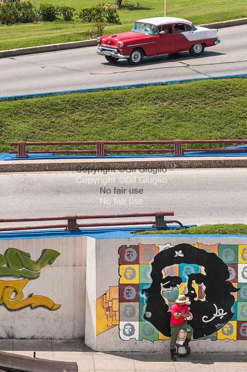 Cuba, La Havane, centre ville, place Parque Martires del 71, au début du Malecon // Cuba, Havana, downtown, square of Parque Martires del 71, begining of Melecon