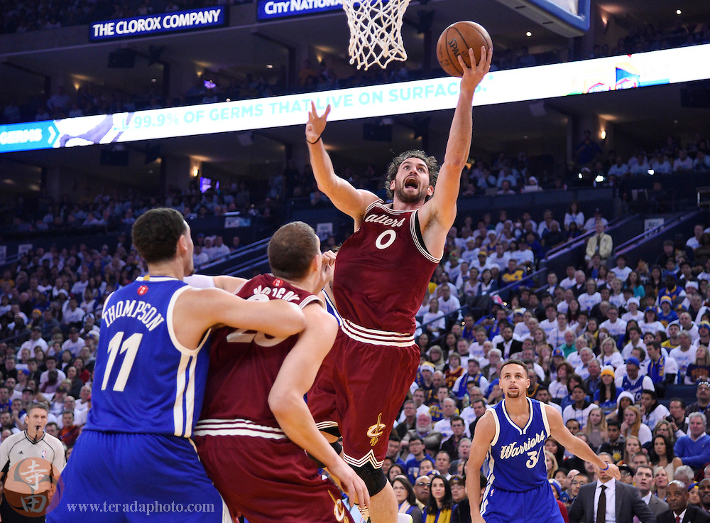 Dec 25, 2015; Oakland, CA, USA; Cleveland Cavaliers forward Kevin Love (0) shoots against the Golden State Warriors in the first half of a NBA basketball game on Christmas at Oracle Arena.