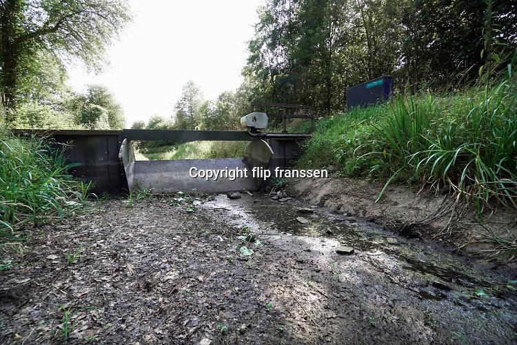 Nederland, the netherlands, Vorden, 22-7-2019De Baakse Beek is drooggevallen vanwege de aanhoudende droogte . Bij een stuwtje en onder de N319 staat het beekje droog . Foto: Flip Franssen
