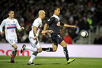 FOOTBALL - FRENCH CHAMPIONSHIP 2009/2010  - L1 - OLYMPIQUE LYONNAIS v GIRONDINS BORDEAUX - 13/12/2009 - PHOTO JEAN MARIE HERVIO / DPPI - MAROUANE CHAMAKH (BDX) / CRIS (OL)