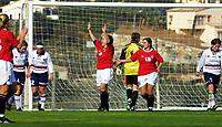 Football, La Manga Spania 9. januar 2001, Internlandskamp Norge senior kvinner mot Norge U21.  Monica Knutsen (8) julber over scoring. Til høyre: Ingrid Camilla Fosse Sæthre (18) og Lise Klaveness (7).