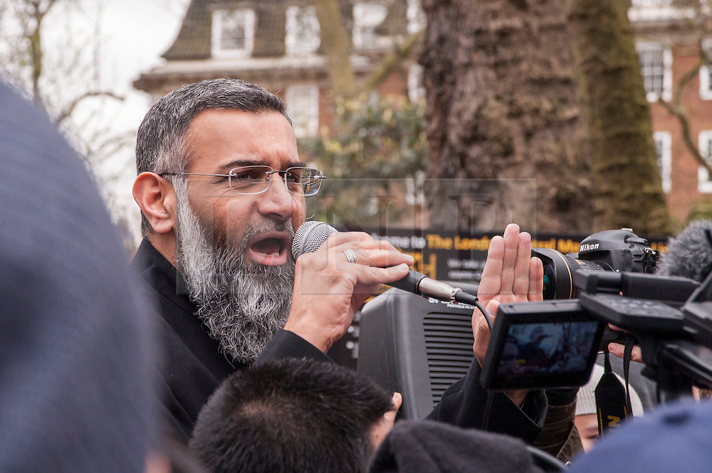 © Licensed to London News Pictures. 02/04/2015. Baker Street, London, UK. Anjem Choudary preaching to crowds outside the London Central Mosque during the Islamic Rally.  Photo credit : Stephen Chung/LNP