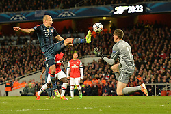 19.02.2014, Emirates Stadion, London, ENG, UEFA CL, FC Arsenal vs FC Bayern Muenchen, Achtelfinale, im Bild Bayern Muenchens Arjen Robben und Arsenal's Wojciech Szczesny rote Karte fuer den Arsenal Torhueter // Bayern Munich's Arjen Robben and Arsenal's Wojciech Szczesny clash resulting, red card for Arsenal's Wojciech Szczesny during the UEFA Champions League Round of 16 match between FC Arsenal and FC Bayern Munich at the Emirates Stadion in London, Great Britain on 2014/02/19. EXPA Pictures © 2014, PhotoCredit: EXPA/ Mitchell Gunn<br /> <br /> *****ATTENTION - OUT of GBR*****
