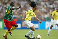 FOOTBALL - CONFEDERATIONS CUP 2003 - GROUP B - 030619 - BRASIL V KAMERUN - RONALDINHO (BRA) / LUCIEN METTOMO (CAM) - PHOTO STEPHANE MANTEY / DIGITALSPORT *** Local Caption *** 40000724