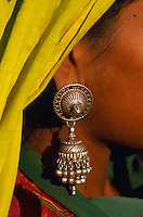 Inde. Rajasthan. Region de Ghanerao. Boucle d'oreille. Bijoux. // India. Rajasthan. Ghanerao region. Earring. Jewel.