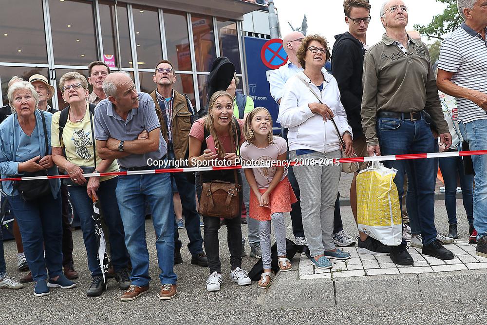29-08-2018: Wielrennen: Ladies Tour: Nijmegen<br /> De fanschare van Annemiek van Vleuten