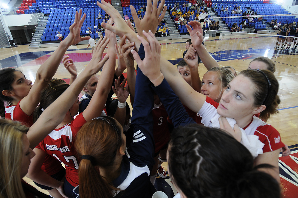 2010 FAU Volleyball vs Middle Tennessee State