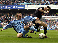Fotball<br /> England<br /> 2004/2005<br /> 16.10.2004<br /> Foto: SBI/Digitalsport<br /> NORWAY ONLY<br /> <br /> Coventry City v Leicester City <br /> Coca Cola Championship.<br /> <br /> Martin Keown battles with Coventry's Andy Morrell