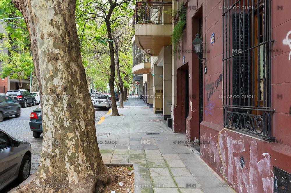 CASA TIPO PH AMUEBLADA DE 3 DORMITORIOS EN EL BARRIO DE CABALLITO, CIUDAD AUTONOMA DE BUENOS AIRES, ARGENTINA (PHOTO BY MARCO GUOLI - © AIRBNB, INC. - ALL RIGHTS RESERVED. CONTACT THE COPYRIGHT OWNER FOR IMAGE REPRODUCTION)