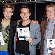 """NLD/Volendam/20121018 - Boekpresentatie """" Het geheim van de Smit, Schrijver Eddy Veerman, Jan Smit en manager Jaap Buijs"""